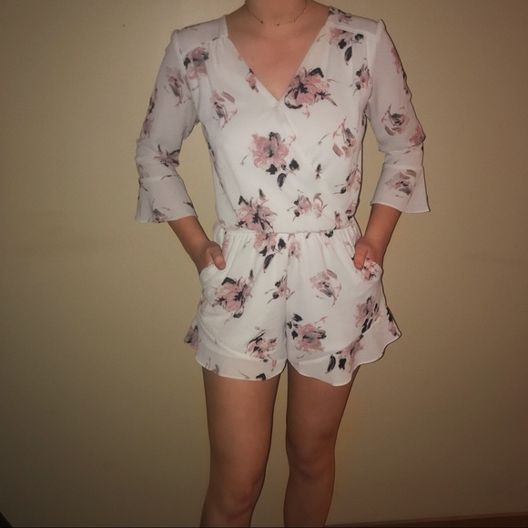 one clothing Dresses & Skirts - White Floral Romper